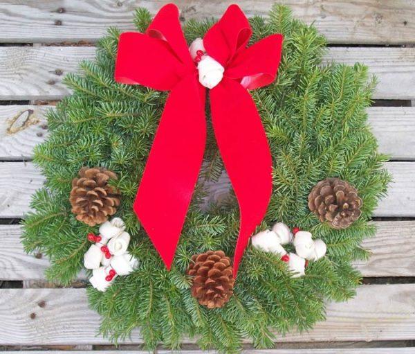 dog-house-christmas-wreath-675